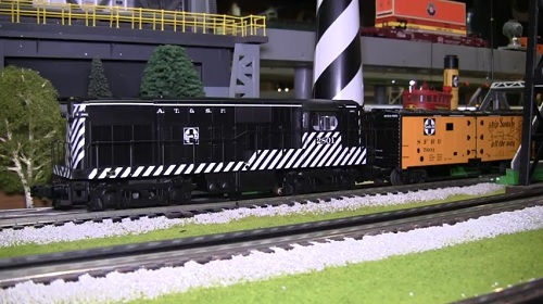 The CLRC Lionel Club Ambassador reviews The Santa Fe LEGACY H16-44 Diesel Locomotive 2801 6-83397 by video