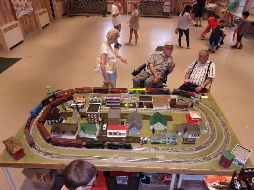 Lionel Club Ambassador NLOE at the Bellmore Presbyterian Church in Bellmore New York September 2016 Event share their layout with plenty of accessories