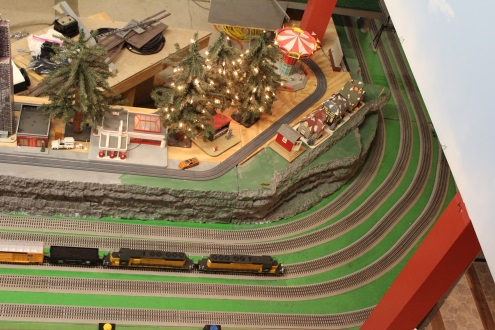 Another Open house for Lionel Ambassador Chicagoland Lionel Railroad Club as they runs a train on the modular layout built in 1994