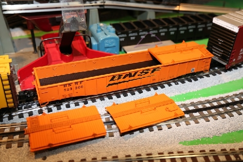 Two covers taken of the Lionel Covered Gondola 6-81891 shown by the Lionel Ambassador Club CLRC in their Product Review