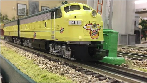 The Wichita Toy Train Club  Lionel Club Ambassador reviews the Lionel CNW F-7 AA Set on video
