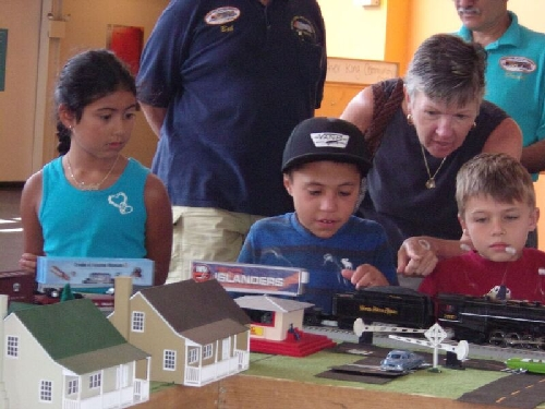 August 2016 with Lionel Club Ambassador Nassau Lionel Operating Engineers at the Long Island Childrens Museum Kids look on as the train rolls by