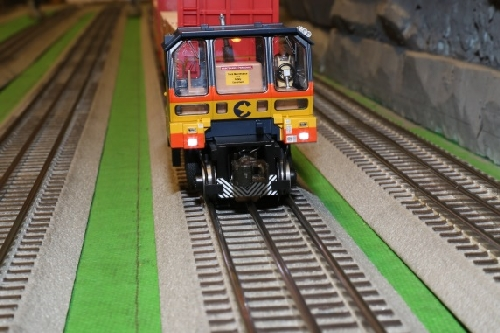 Chicagoland Lionel Railroad Club product review of Lionel Trackmobile full cab comes with an operator and an interior light